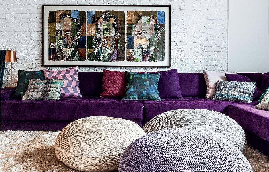 Essa outra foto a parede é na cor cinza ou capuccino…poltrona na